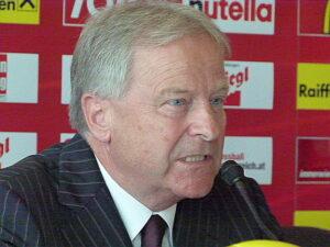 ÖFB-Präsident Dr. Leo Windtner´s kaufmännischem Verhandlungsgeschick ist es mitunter zu verdanken, dass Koller der ÖFB weiterhin erhalten bleibt. Foto: oepb