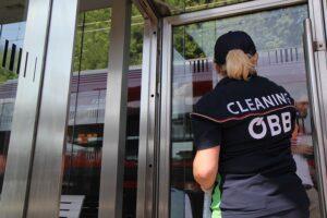 Gründliche Sauberkeit für mehr ... Foto: ÖBB/Harald Eisenberger