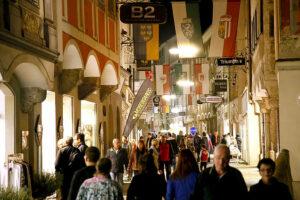 Die Steyrer Innenstadt steht ab 29. April 2016 wieder jeden Freitag ganz im Zeichen der beliebten Schmankerlmärkte. Foto: Werner Leutner