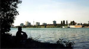 n den Sommermonaten lässt es sich auf der Wiener Donauinsel herrlich mit der Seele baumeln. Die so genannte Neue Donau lädt zum Schwimmen und Wasserskifahren ein. Foto: oepb