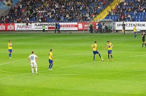 Vom Anstoß an erfolgte nach nur 24 Spiel-Sekunden sofort das 1 : 0. Daniel Segovia (Nr. 12) und Lukas Thürauer am Ball. Foto: oepb