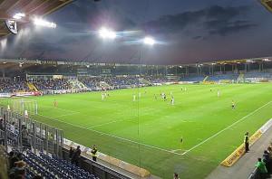Nicht ganz voll, aber mit knapp 5.600 Zuschauern doch sehr gut besucht: die NV Arena zu St. Pölten am gestrigen Abend. Foto: oepb