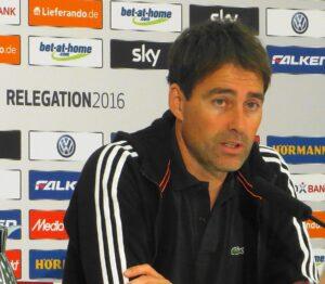 Nürnberg-Coach Rene Weiler gratulierte seinem Pendant zum Erfolg und gab zu verstehen, dass der Club in beiden Spielen chancenlos war. Foto: oepb