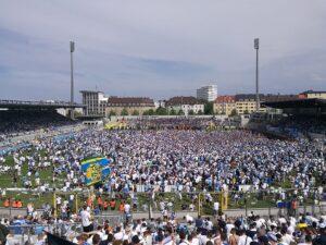 Trotz heuriger Tristesse in Liga 2 - erst am vorletzten Spieltag wurde die Klasse gehalten - pilgerten 397.100 Besucher zu den Löwen. Ein beachtlicher Schnitt von 23.359 Zuschauern pro Spiel. Foto: oepb