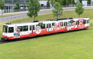 """""""Für mich gibt es nur eine Liebe - Fortuna Düsseldorf!"""" Eine Stadt und ihre Bahn stehen treu zusammen. Foto: Fortuna Düsseldorf"""