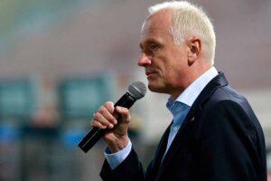 Andy Marek in bekannter Ausübung seiner Stadion-Sprecher-Tätigkeit beim SK RAPID. Foto: GEPA