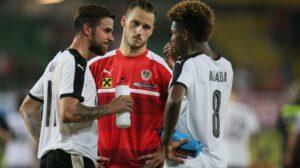 Große Lagebesprechung nach dem Holland-Spiel. Von links: Martin Harnik, Marko Arnautovic und David Alaba. Foto: GEPA