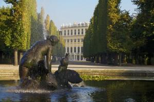Rundbassin mit Blick auf das Schloss Schönbrunn. Foto: SKB