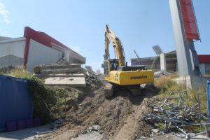 ... jedoch ein Stadion-Abriss - und auch wenn es nur Teile eines altehrwürdigen Areals sind - ist immer ...