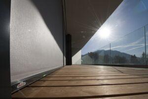 VALETTA Fenstermarken - hier eine Aussenansicht - schützen vor Überhitzung. Foto: VALETTA