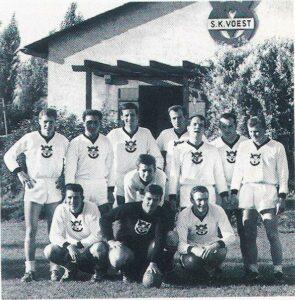 Die Feld-Handballer des SK VÖEST im Jahre 1965 am VÖEST-Platz. Bild: Sammlung oepb