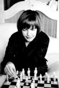 Ingeborg Bachmann beim Schachspielen, Rom, 1962. Foto: Dr. Heinz Bachmann
