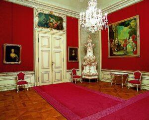 Blick in das Schreib- und Arbeitszimmer von Erzherzog Franz Karl Joseph von Österreich. Foto: SKB