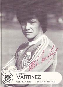 Zahlreiche Fußball-Stars gaben sich beim SK VÖEST ein munteres Stelldichein. Hier eine Autogrammkarte von Alberto Martinez vom Herbst 1979. Sammlung: oepb