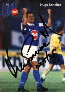 Es war unglaublich, und doch wahr, der Mexikanische Superstar Hugo Sanchez kickte von September 1995 bis Mai 1996 beim FC Linz. Bild: Autogrammkarte/Sammlung oepb