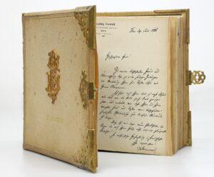 Verlobungsbuch von Sophie Clemenceau (Schwester von Bertha Zuckerkandl), 27. Juli 1886. Foto: Bertha Zuckerkandl / Sammlung Emile Zuckerkandl 3, Literaturarchiv der Österreichischen Nationalbibliothek