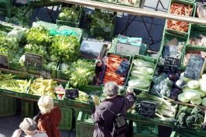 Der Grün- und Lebensmittelmarkt am Linzer Südbahnhof erfreut sich sowohl bei den Konsumenten als auch bei den Händlern. Foto: Presseamt der Stadt Linz