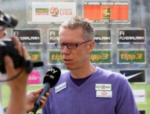 Der Erz-Violette Peter Stöger ist drauf und dran, als Trainer des 1. FC Köln einen legendären Namen zu hinterlassen Foto: GEPA