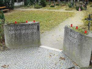 Schmuckloser Eingang in den zweiten Teil des Friedhofes der Namenlosen. Foto: oepb
