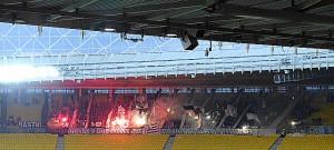 Zahlreich, lautstark, stimmungsvoll - der üppige Grazer Anhang gestern Nachmittag in Wien. Foto: oepb