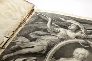 Der schwer beschädigte Prachtband zu Maria Theresias Regierungsantritt kann nun Dank emsiger Spendenfreude restauriert werden. Foto: Österreichische Nationalbibliothek