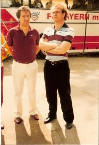 Der noch junge Manager Uli Hoeneß (rechts) neben Adolf Blutsch (damals LASK-Trainer) anlässlich eines Freundschaftsspieles in Linz im Juni 1983. Die Bayern verloren gegen eine FC Oberösterreich-Auswahl - bestehend aus VÖEST-, LASK- und Wels-Spielern - mit 1 : 3. Foto: Erwin H. Aglas/oepb