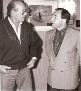Max Merkel (links) im fußballerischen Fachgespräch 1990 mit Aleksander Mandziara (damals Trainer beim SK VÖEST Linz). Foto: rubrafoto.co.at