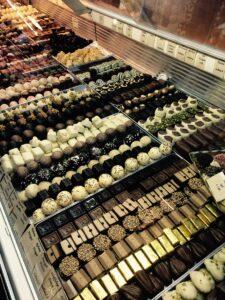 So könnte es in der Chocolaterie von Ulrike Sosnitza ausgesehen haben. Oder etwa nicht? Foto: Martin Sohl/oepb.at