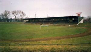 """Die """"Glück auf""""-Kampfbahn des FC Schalke 04 wurde 1928 eingeweiht und hatte ein Fassungsvermögen von 34.000 Plätzen. 1931 gab es mit 70.000 Besuchern einen Platz-Rekord für die Ewigkeit zu verbuchen. Foto: oepb / 2003."""
