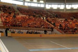 Es ist ein alter Hut - Zuschauer und Bewunderer spornen zu besseren Leistungen an. Die Aktiven hätten sich viele Besucher und gute Stimmung verdient. Hier ein Blick ins Dusika-Stadion aus einem früheren Verbands-Turnier. Foto: WFV