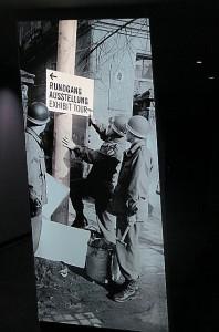 Hinweisschild durch die Dauerausstellung. Foto: oepb