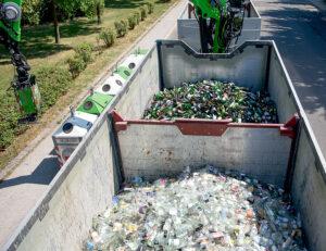 Und wer sich denkt, dass im LKW ohnehin wieder alles vermischt wird, der irrt gewaltig. Der Abtransport erfolgt detto in getrennten Boxen auf der Laderampe. Foto: AGR