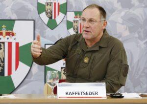 Generalmajor Mag. Kurt Raffetseder referierte über die neuen Herausforderungen beim Österreichischen Bundesheer. Foto: Vzlt Georg Simader