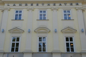 """""""Als im Jahre 1803 die Landstände ihr Theater an der Promenade eröffneten, so taten sie dies mit dem Stolz, dass ein Theater das Selbstverständnis einer Gesellschaft widerspiegelte!"""", so der OÖ-Landeshauptmann Dr. Josef Pühringer aus Anlass 200 Jahre Landestheater Linz im Jahre 2003. Foto: Peter Peer"""