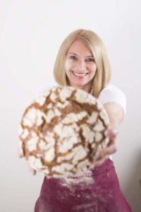 Die Organisatorin Barbara van Melle liebt gutes Brot. Foto: Wolfgang Hummer