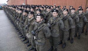 """Aus """"Jung-Männern"""" werden Soldaten. Die Angelobung steht am Ende der Grundausbildung und ist stets ein feierlicher Akt beim Österreichischen Bundesheer. Foto: Bundesheer / Simader"""