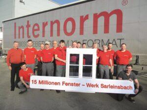 Der 16. Februar 2017 war ein Tag der Freude: das 15-millionste Fenster verließ das Sarleinsbacher Internorm-Werk. Foto: Internorm