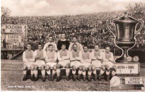 1936 Mitropacup-Sieger mit dem FK Austria Wien. Karl Sesta, hinten stehend rechts. Sammlung: oepb