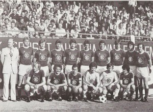 Trainer Karl Stotz, stehend links, Österreichischer Fußball-Meister 1975/76 mit dem AUSTRA/WAC Elementar, so hieß der FK Austria Wien damals offiziell. Foto: AWAK/Sammlung oepb