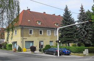 Blick auf die einstige Greißlerei Hartl - die im kompletten Erdgeschoß untergebracht war - am Linzer Froschberg. Foto: oepb