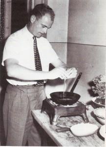 Ein Star, der in die Fremde ging. Vor der Ehe mit Yvonne war man(n) auch schon einmal Selbstversorger. Ernst Stojaspal am Beginn seiner Auslandsjahre 1954 in Frankreich. Foto: privat