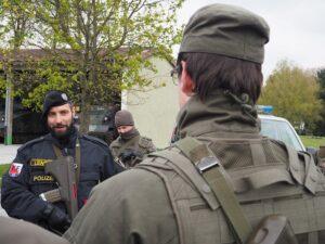 Soldaten des Jägerbataillon Oberösterreich, eine Milizeinheit, beim vorbereitenden Training mit der Polizei. Foto: BMLVS/Christoph Pöchinger