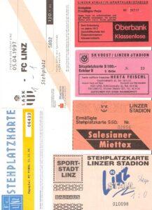 Von 1969 bis 1997 traf der SK VÖEST Linz in 74 Duellen auf den LASK. Die Bilanz: 25 Siege, 20 Remis bei 29 Niederlagen. Tordifferenz: 83 : 91. Anbei einige Eintrittskarten aus dieser Zeit. Sammlung: oepb