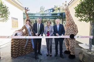 Von links: Reinhold Sahl, Dagmar Schratter sowie Wolfgang Schüssel anlässlich der Giraffenpark-Eröffnung am 10. Mai 2017. Foto: Daniel Zupanc