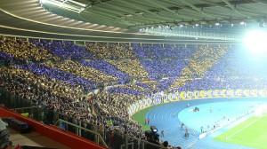 Wenn es bei der Austria um etwas geht, kann sich der Verein stets auf seine treue Gefolgschaft verlassen. Hier ein Bild aus einem bummvollen Praterstadion vom Herbst 2013. Foto: oepb