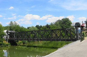 80 Jahre und ein bisserl weise. Die Melker St. Leopold-Brücke verrichtet nach wie vor gute Dienste. Foto: oepb