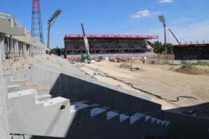 Der Um- bzw. Neubau der Generali-Arena NEU ist voll im Zeitplan. Blick von der Ecke Nord/West in Richtung Osttribüne. Foto: FAK