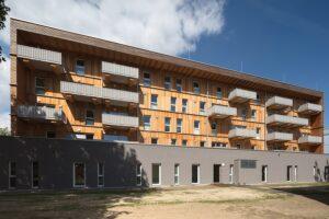 Der fünfgeschossige Holzwohnbau der GIWOG in Leonding wuchs ähnlich rasant, wie das Holz in den österreichischen Wäldern. Foto: GIWOG