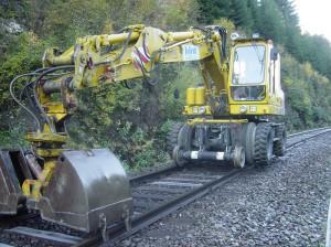 Dazu kommen auch Zweiwegebagger zum Arbeits-Einsatz. Foto: ÖBB / Robert Deopito