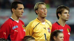 In der Zeit von 1999 bis 2008 absolvierte Alexander Manninger (Bildmitte) 34 Länderspiele für Österreich. Hier flankiert von Emanuel Pogatetz (links), sowie Andreas Ivanschitz (rechts). Foto: GEPA